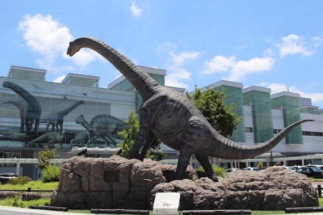 福井駅前恐竜の画像