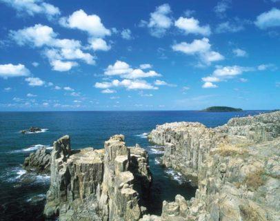 こんなアングル見たことない!海から東尋坊を見ると…?不思議な岩や雄島も観察できます【坂井市】