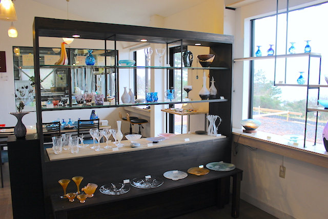 海辺のガラス工房「WATARIGLASS studio(ワタリグラススタジオ)」で工芸体験をしよう!【福井市】