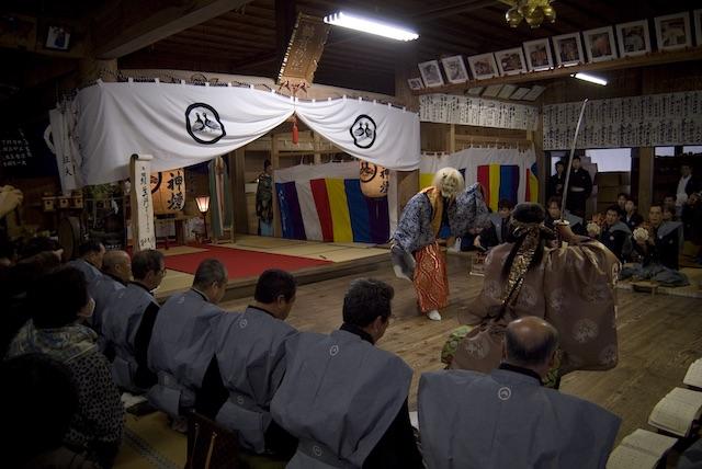 鵜甘神社の年に一度の神事!水海の田楽能舞とは【国の重要文化財・池田町】