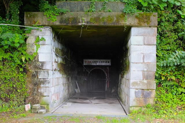 笏谷石採石場一本義貯蔵庫の画像