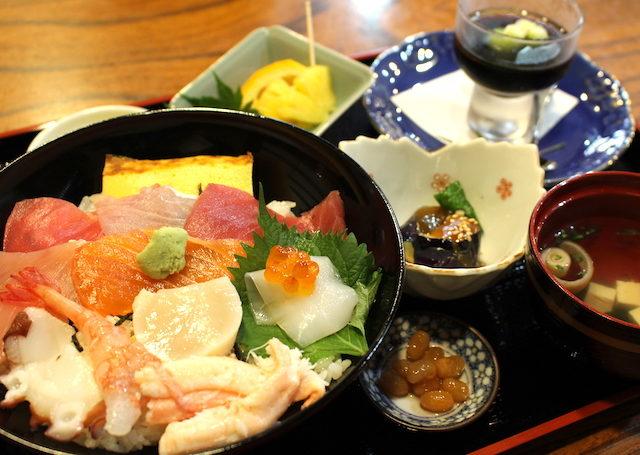 福井勝山グルメランチ海鮮丼の画像