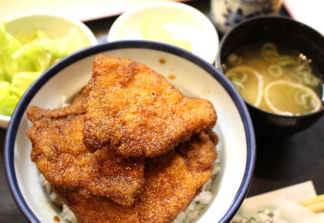 福井勝山グルメグリルやまだソースカツ丼の画像