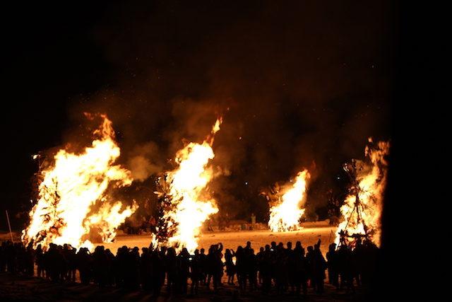 福井伝統行事奇祭勝山左義長まつりどんど焼きの画像