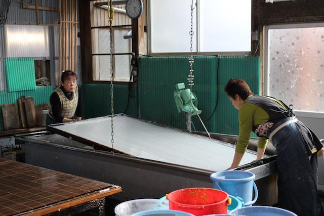 日本に数社!手漉きで襖紙を作っている『長田製紙所』にお邪魔しました!【越前和紙】