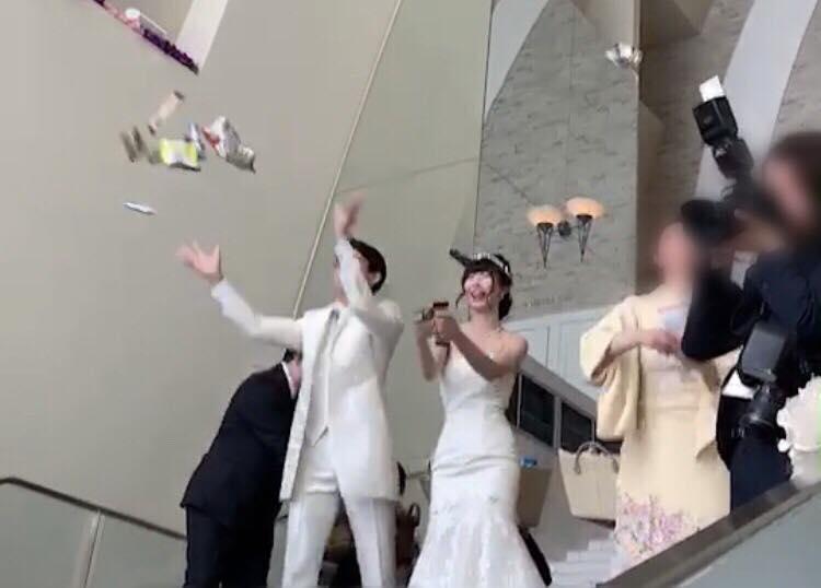 福井の結婚式ならではの風習!「まんじゅうまき」ならぬ「お菓子まき」をしました!